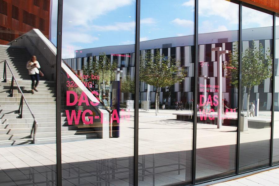 Glasbranding mit Aussenwirkung | WU Wien