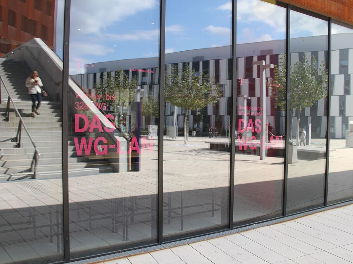 UniBranding |WU Wien | Lounge Branding Glasflächen