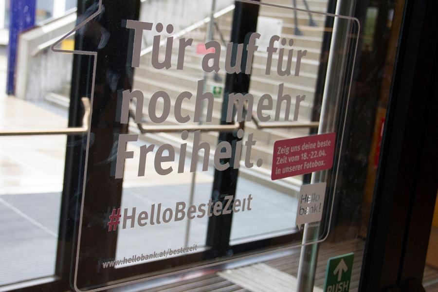 UniBranding |WU Wien | Glasbranding Tür