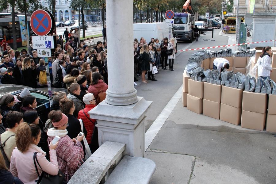 edubag Verteilung an der Hauptuni Wien | 1.Oktober 2018
