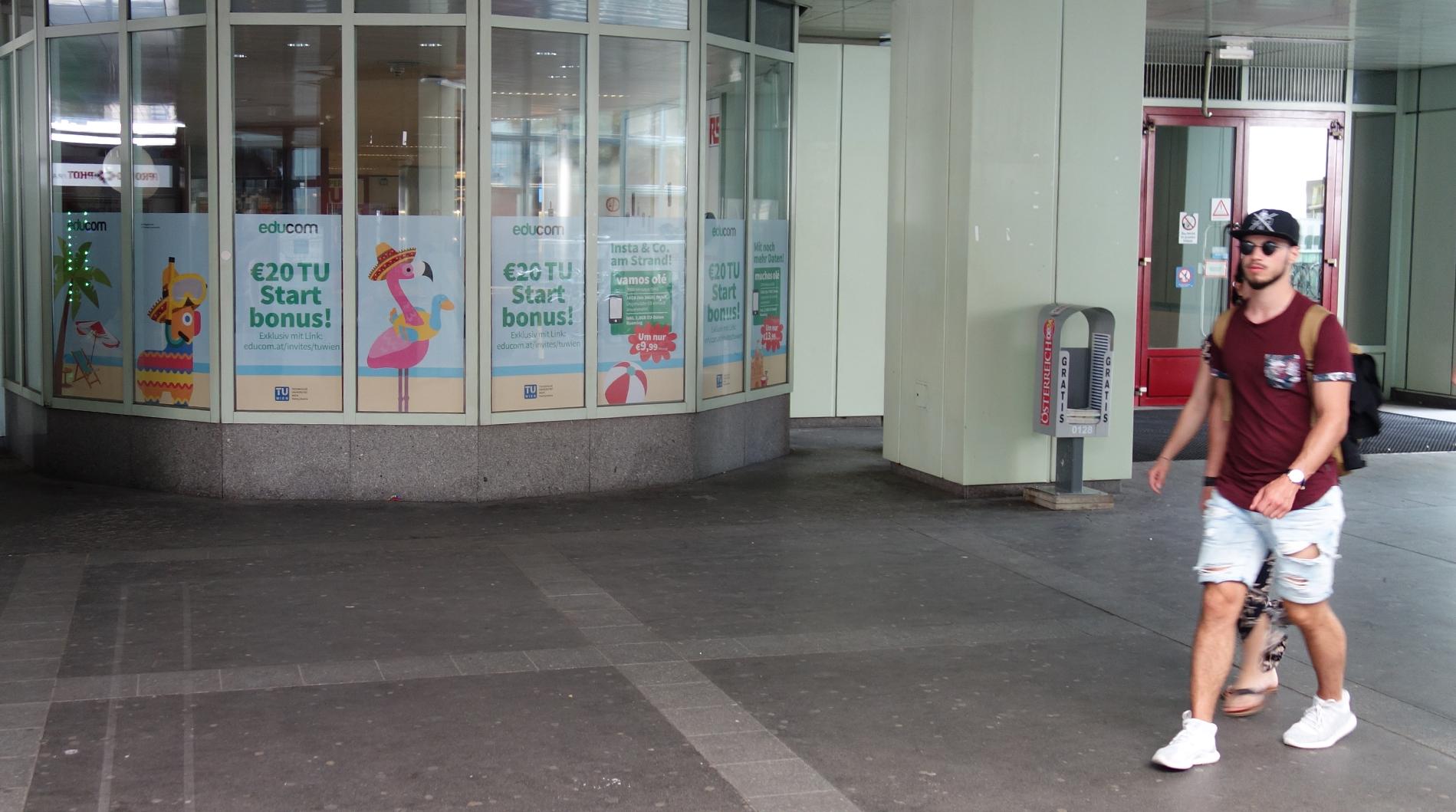 Direkt auf die Wiedner Haupstraße, hohe Frequenz garantiert.