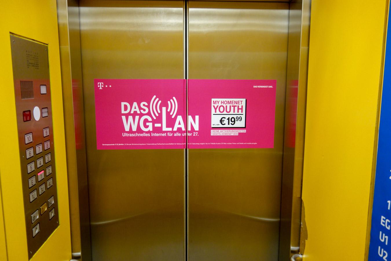 T-Mobile | Aufzugbranding TU Wien innen